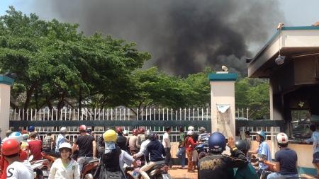 Một công ty cháy, nhưng không thấy bóng xe cứu hỏa ở đâu