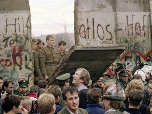 635509686605214907-AXX-boomdouble-berlin-wall